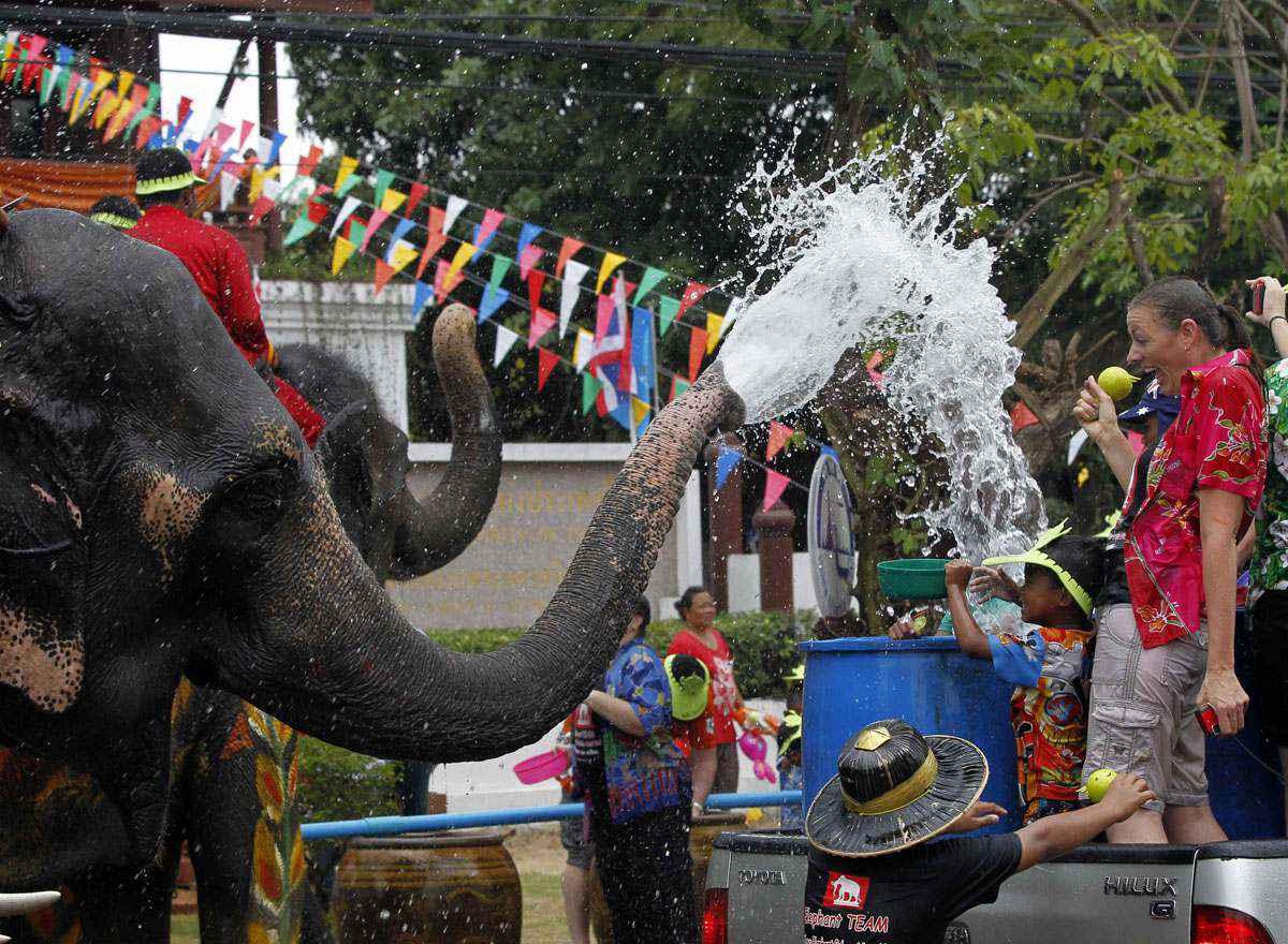 Du lịch Thái Lan tháng 4 tham gia Tết Thái Lan Lễ hội té nước Songkran